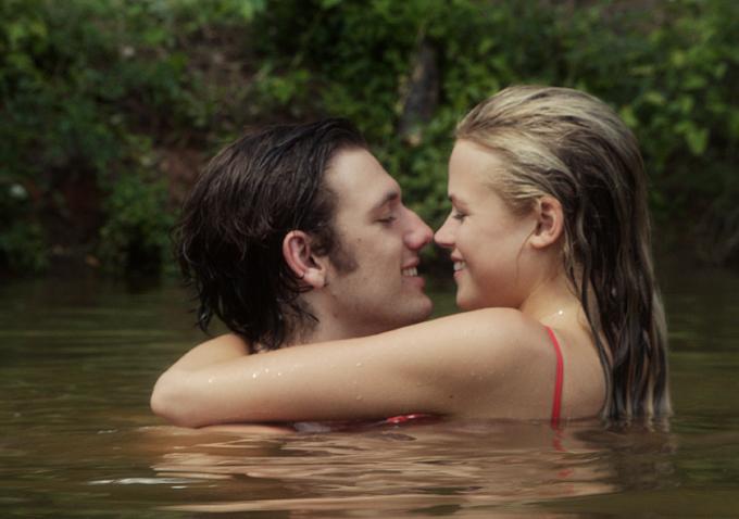 Endless Love La Com Die Romantique De 2014 Zickma